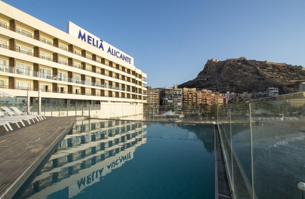 Meliá Alicante piscina y terraza frente a la playa del Psotiguet
