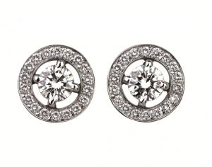 Pendientes en oro blanco con diamantes centrales y pavé de diamantes en Boucheron