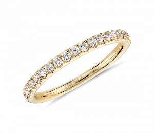 Sortija media alianza en oro amarillo con diamantes talla brillante