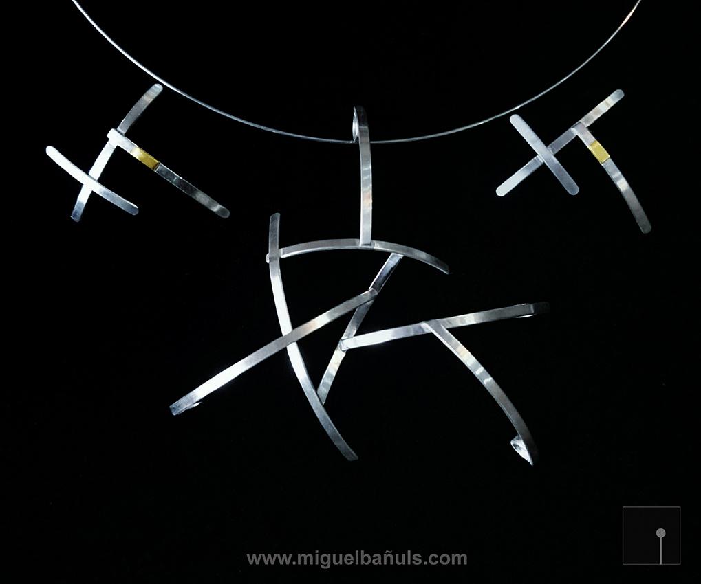 Colgante y pendientes de Miguel Bañuls