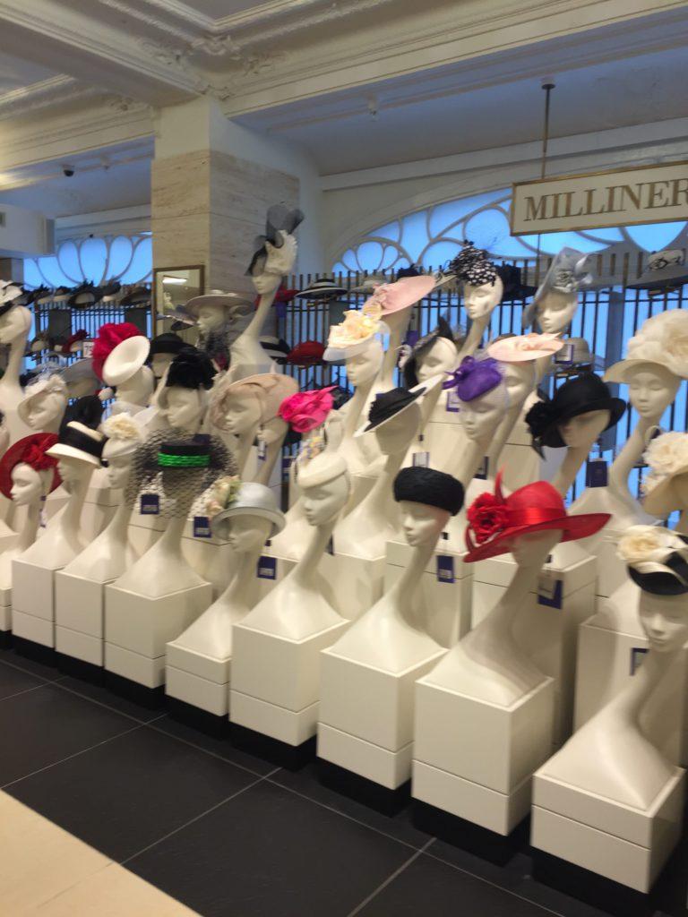 Los turbantes, tocados y pamelas son el accesorio principal esta primavera.