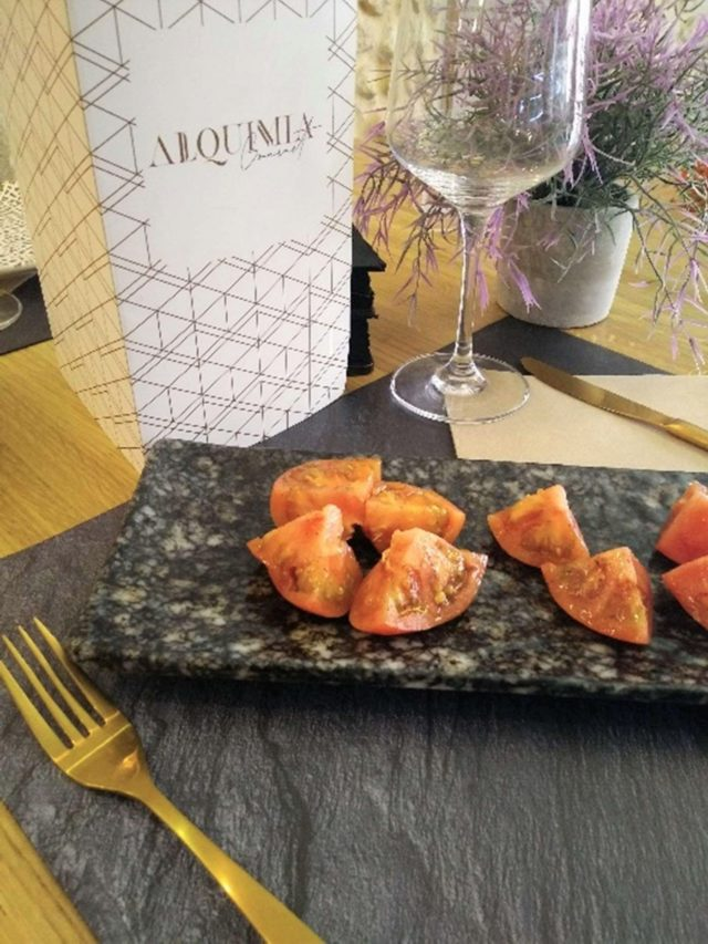 El delicioso Tomate Atómico en todo su esplendor...una explosión de sabor para tus sentidos.